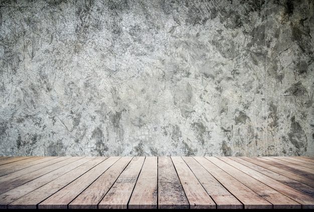 Tablón de madera vieja o piso de madera con fondo de textura de pared de cemento uso para exhibición de productos