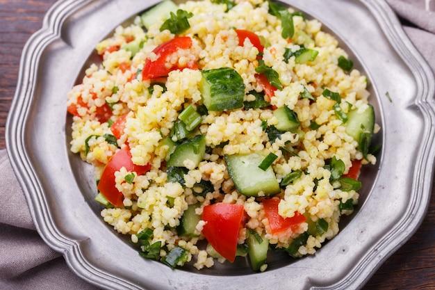 Tabulé, una ensalada vegetariana árabe hecha de cuscús