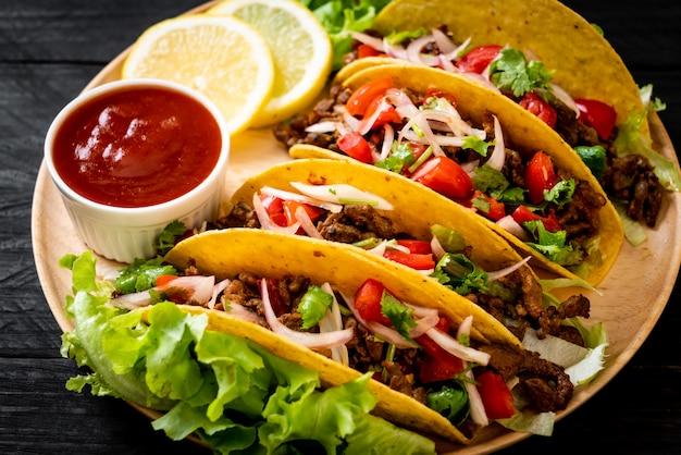 Tacos con carne y verduras