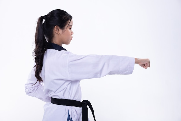 Taekwondo karate atleta nacional kick punch aislado