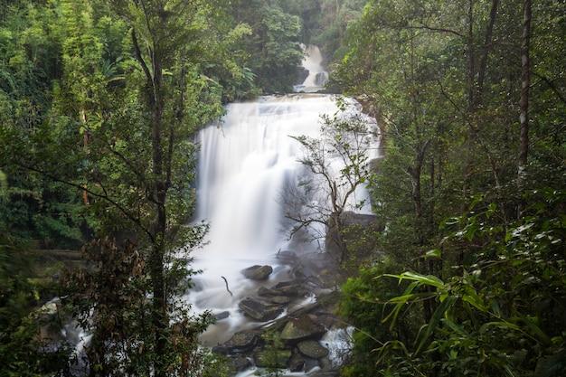 Tailandia hermosa cascada