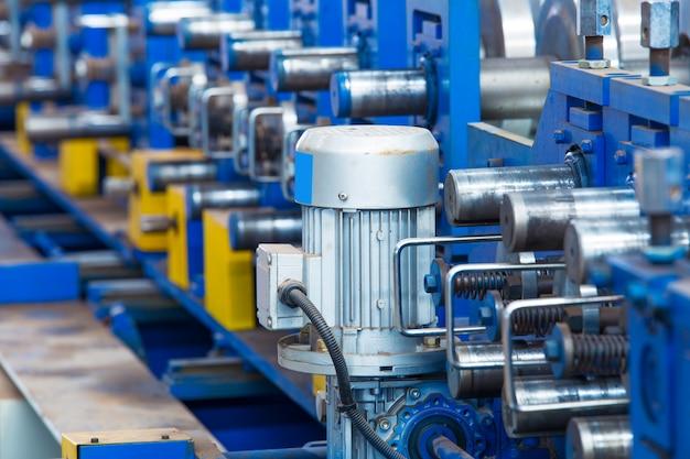 Taller, gran planta de procesamiento de acero.
