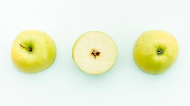 Tallo de semillas de cáliz y pulpa de manzana.