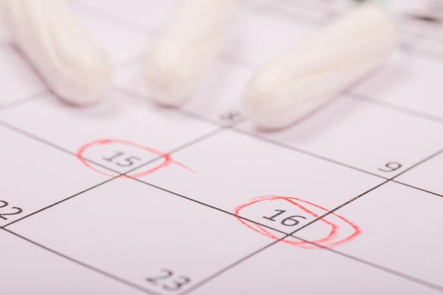 Tampones sobre calendario