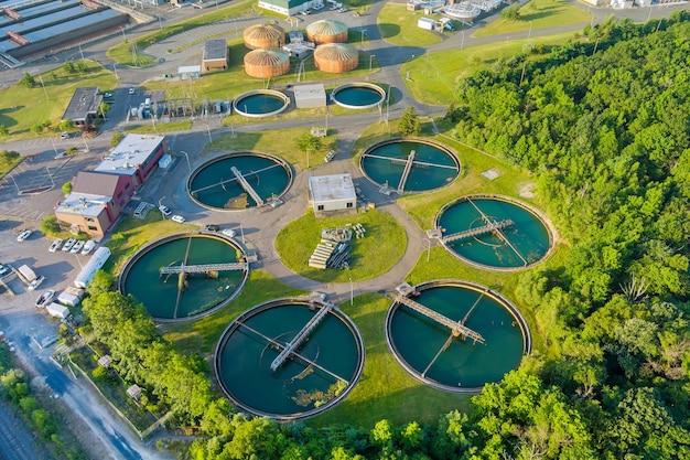 Tanque de sedimentación de recirculación de vista superior aérea, gestión de agua de planta de tratamiento de agua