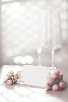 Tarjeta de boda con flores