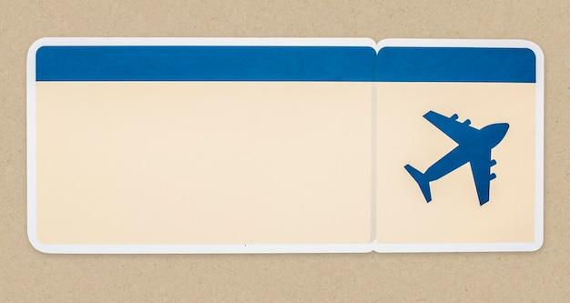 Una tarjeta de embarque aislada en segundo plano.