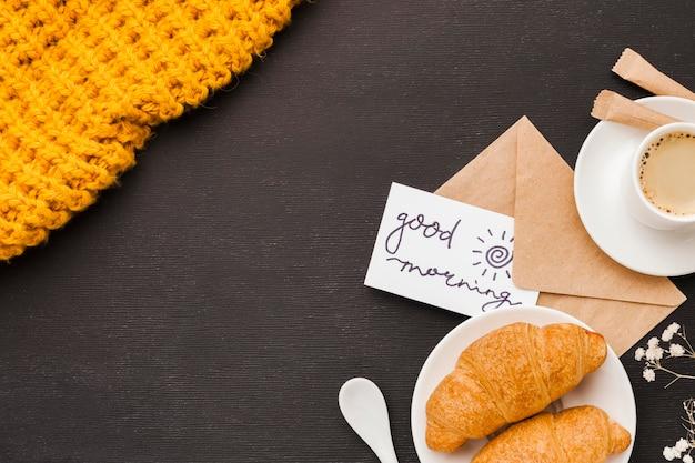 Tarjeta de felicitación y desayuno