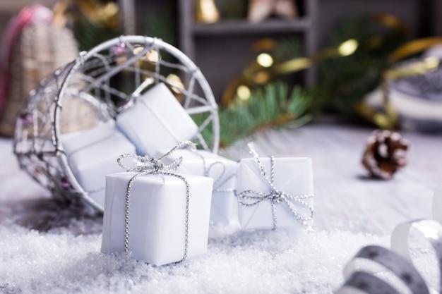 Tarjeta de felicitación de navidad con regalos