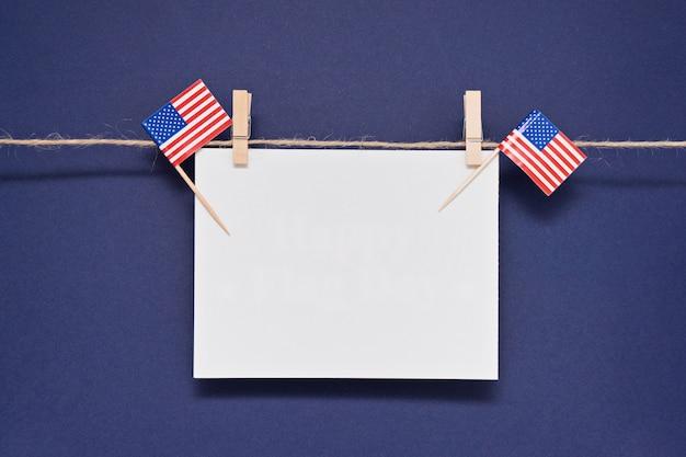Tarjeta de felicitación con texto feliz día de la bandera de estados unidos para el 14 de junio