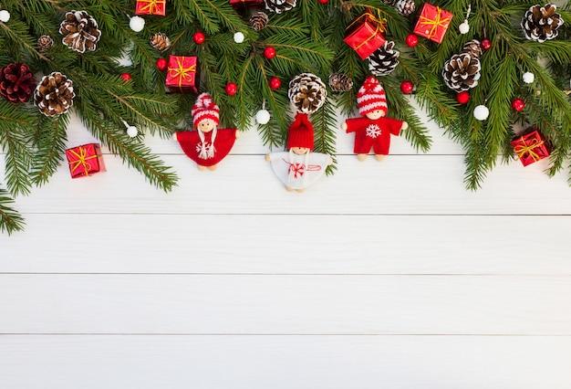Tarjeta de fondo de navidad para vacaciones con ángeles. copia espacio