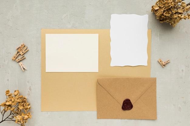 Tarjeta de invitaciones de boda
