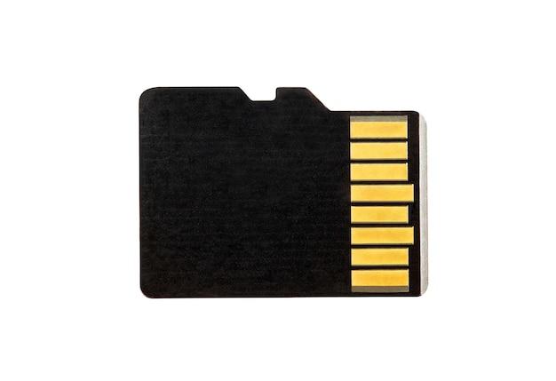 Tarjeta de memoria microsd, vista macro de primer plano, aislado sobre fondo blanco con trazado de recorte