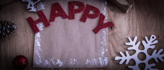 Tarjeta de navidad en blanco sobre fondo de madera el concepto de la celebración