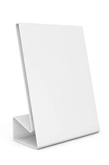 Tarjeta de placa de mesa en blanco blanco sobre un fondo blanco.