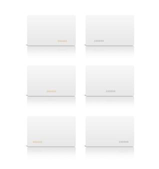 Tarjeta plástica blanca en blanco aislada