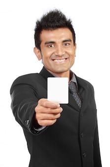 Tarjeta de presentación en blanco presentada por un empresario