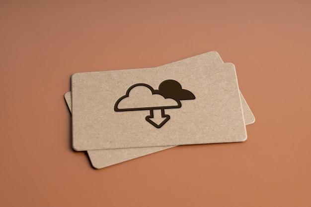 Tarjeta de presentación simple con icono de tecnología de nube sobre fondo monótono para el concepto de negocio global