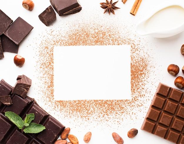 Tarjeta vacía rodeada de chocolate