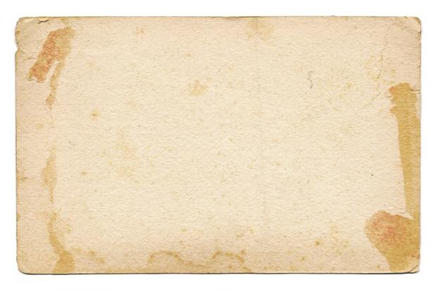 Tarjeta vintage vacía y antigua aislada sobre un fondo blanco