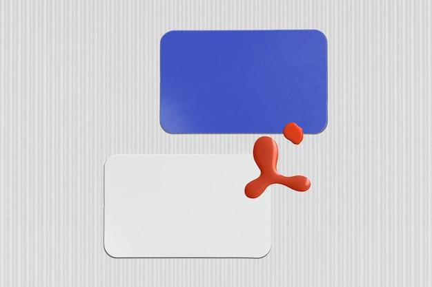 Tarjeta de visita en blanco en azul y rojo moderno