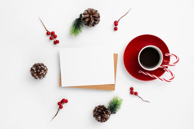 Tarjeta de visita vacía decorada con elementos navideños