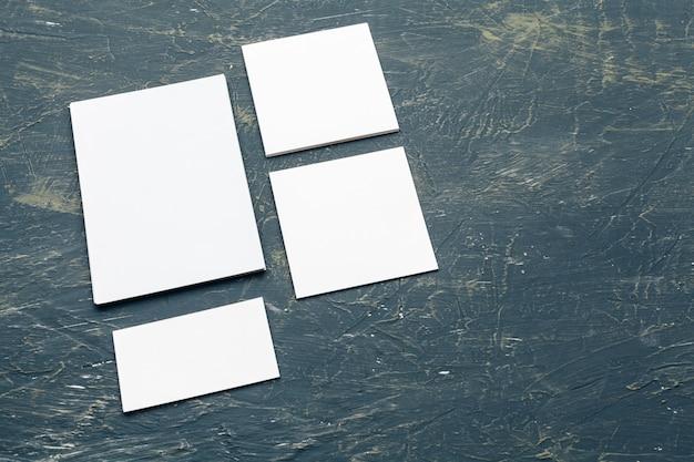 Tarjetas en blanco y documentos para la identidad de marca. para diseñadores gráficos, presentaciones y carteras.