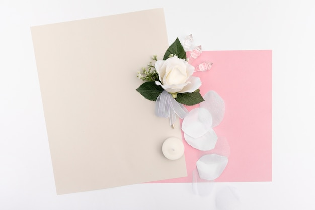 Tarjetas de felicitación de boda con rosa blanca