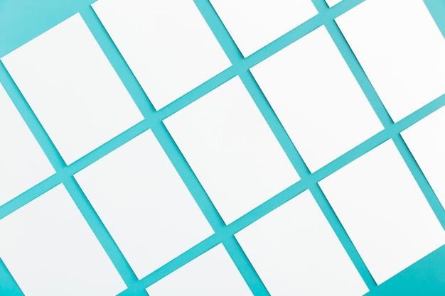 Tarjetas de visita corporativas de papelería de primer plano