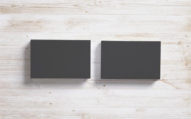 Tarjetas de visita negras en blanco sobre fondo de escritorio de madera
