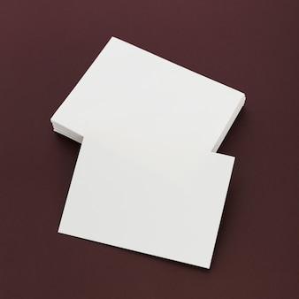 Tarjetas de visita de papelería de primer plano