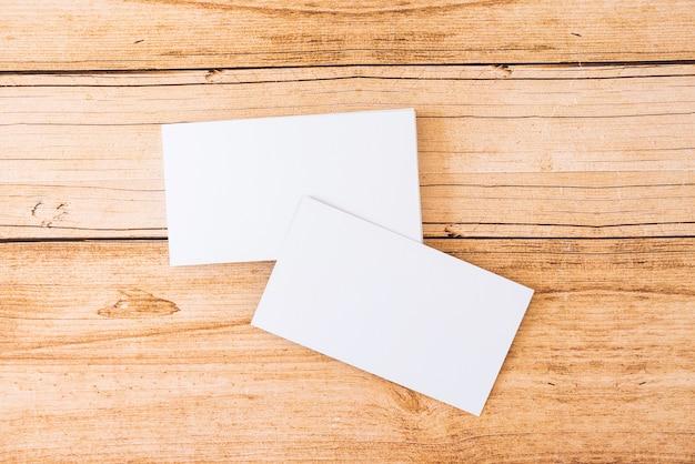 Tarjetas de visitas en blanco apiladas