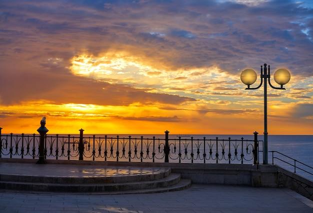 Tarragona balcón de europa al amanecer.