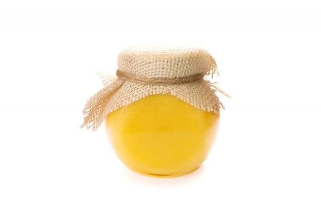 Tarro de cristal de miel aislado.