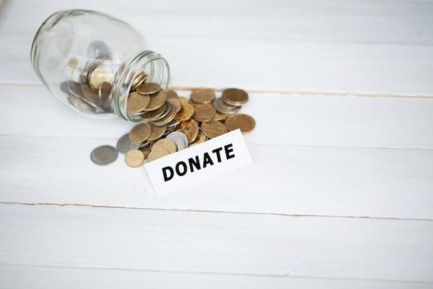 Tarro con dinero para donación