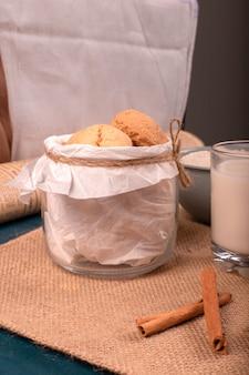Tarro de galletas con canela