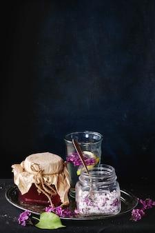 Tarro de jarabe de lila