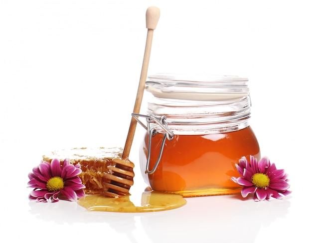 Tarro con miel fresca