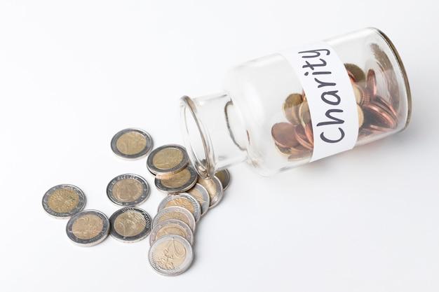 Tarro plano con monedas