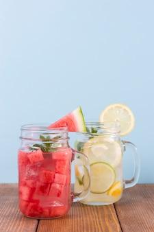 Tarros con bebidas frescas