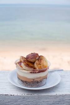 Tarta de banoffee en el restaurante de la playa