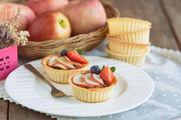 Tarta casera de caramelo de manzana con manzana fresa