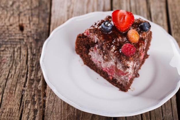 Tarta de chocolate con bayas