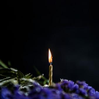 Tarta de cumpleaños decorada con flores
