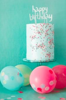 Tarta de cumpleaños con globos