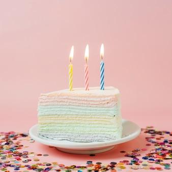 Tarta cumpleaños velas encendidas