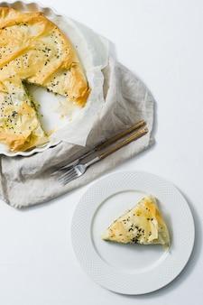 Tarta de espinacas con queso feta.