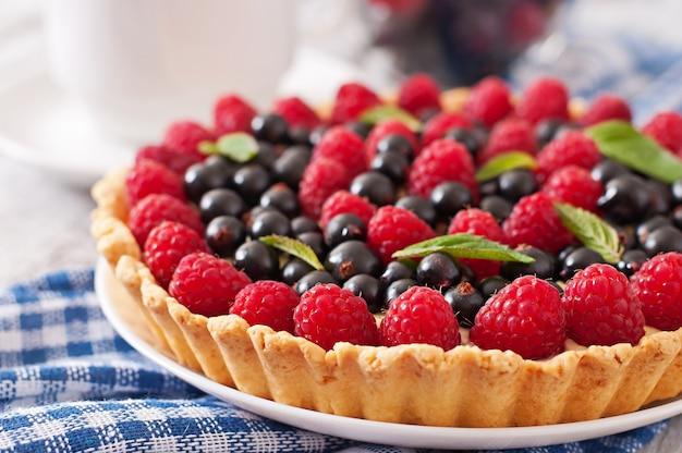 Tarta con fresas y crema pastelera