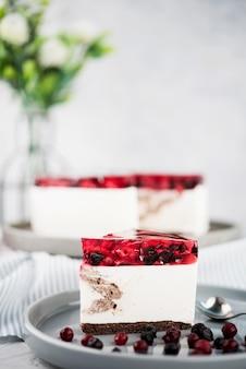 Tarta de gelatina con decoración de flores