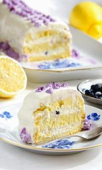 Tarta de limón con arándanos y crema de ricota